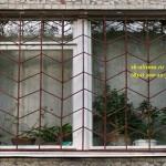 Металлическая решётка на окно