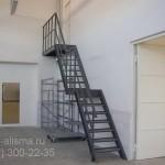 Металлическая лестница в СТО