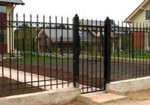 металлический-забор-в-гатчине