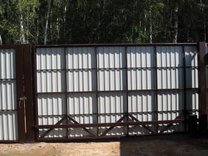 Выбор материала зашивки для откатных ворот