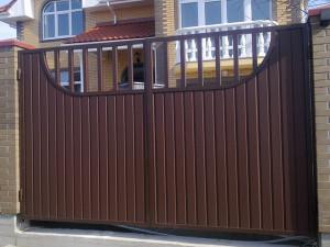 Выдвижные ворота из профнастила - купить, цены на установку