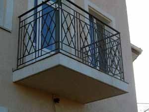 Монтаж балконных ограждений из металла