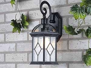 Как выбрать уличные фонари для загородного дома