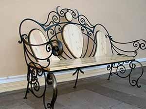 Особенности и недостатки кованной мебели