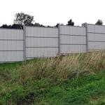 Строительство забора из профлиста на склоне